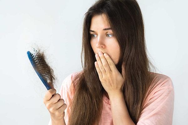 Có nhiều nguyên nhân gây ra rụng tóc