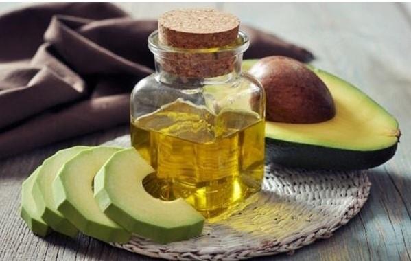 Hỗn hợp bơ và dầu ô liu trị rụng tóc