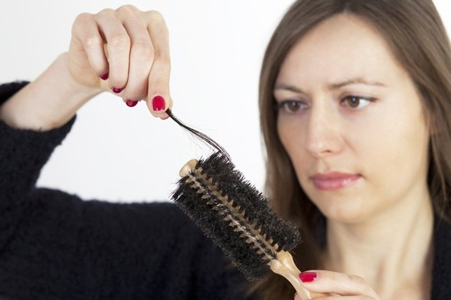 rụng tóc do ảnh hưởng từ bên trong