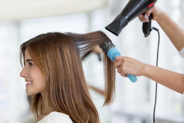 Rụng tóc do lạm dụng các hoá chất và nhiệt làm đẹp cho tóc