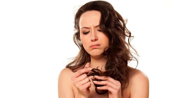 Stress nhiều gây rụng tóc