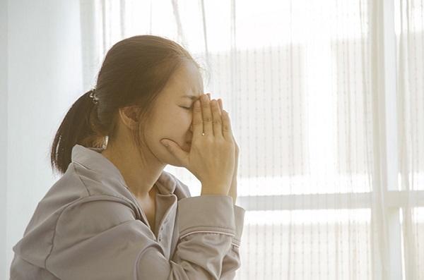 Stress và căng thẳng kéo dài gây rụng tóc