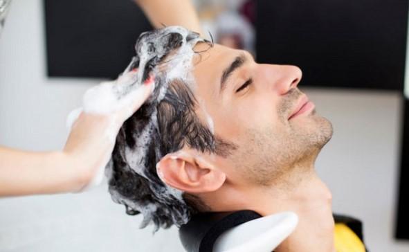 Sử dụng dầu gội không phù hợp có thể gây rụng tóc