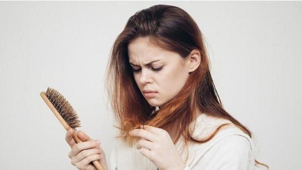 tóc yếu gây hói đầu sớm