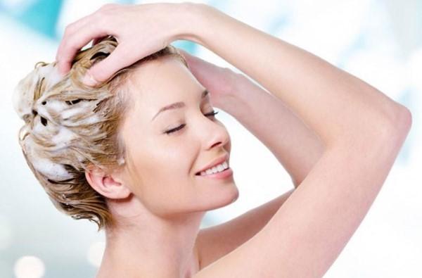 Vệ sinh da đầu sạch sẽ ngăn ngừa các bệnh về da đầu