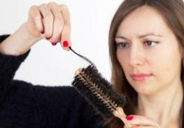 Nguyên nhân gây rụng tóc nhiều ở phụ nữ và giải pháp khắc phục