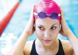 Tóc vẫn khỏe dù bơi lội thường xuyên, có thể không?