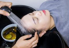 Gội đầu bằng gì để chống rụng tóc - Bí quyết vàng cho mái tóc dày óng ả