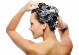 Dùng dầu gội chống rụng tóc: Nên hay không?