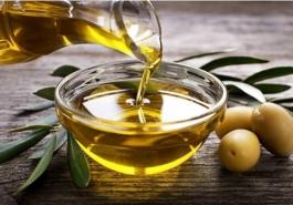 5 cách dưỡng tóc bằng dầu ô liu đơn giản và hiệu quả
