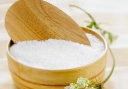 Trị rụng tóc bằng muối – Công dụng tuyệt vời ít người biết