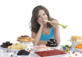 Thiếu hụt chất dinh dưỡng – Nguyên nhân chính gây rụng tóc