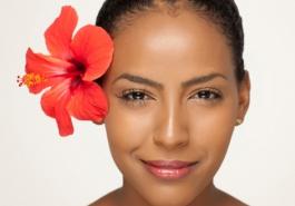 Chăm sóc tóc toàn diện với bí quyết từ hoa dâm bụt
