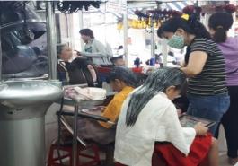 Trẻ từ mấy tuổi có thể làm tóc bởi hóa chất và máy móc?