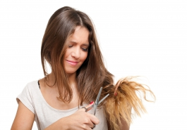 5 sai lầm chăm sóc tóc khiến tóc đã rụng càng rụng hơn!