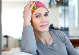 Rụng tóc có phải bệnh ung thư hay không?