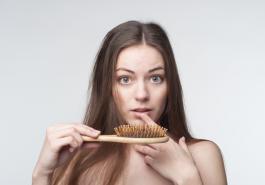 Rụng tóc là dấu hiệu của bệnh gì?