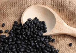 Bảo toàn màu đen cho tóc với bí quyết từ đậu đen